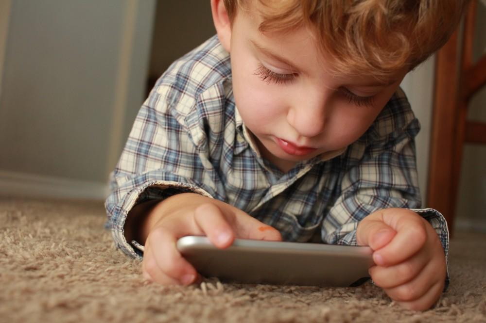 Na co zwrócić uwagę przy kupnie telefonu dla dziecka?
