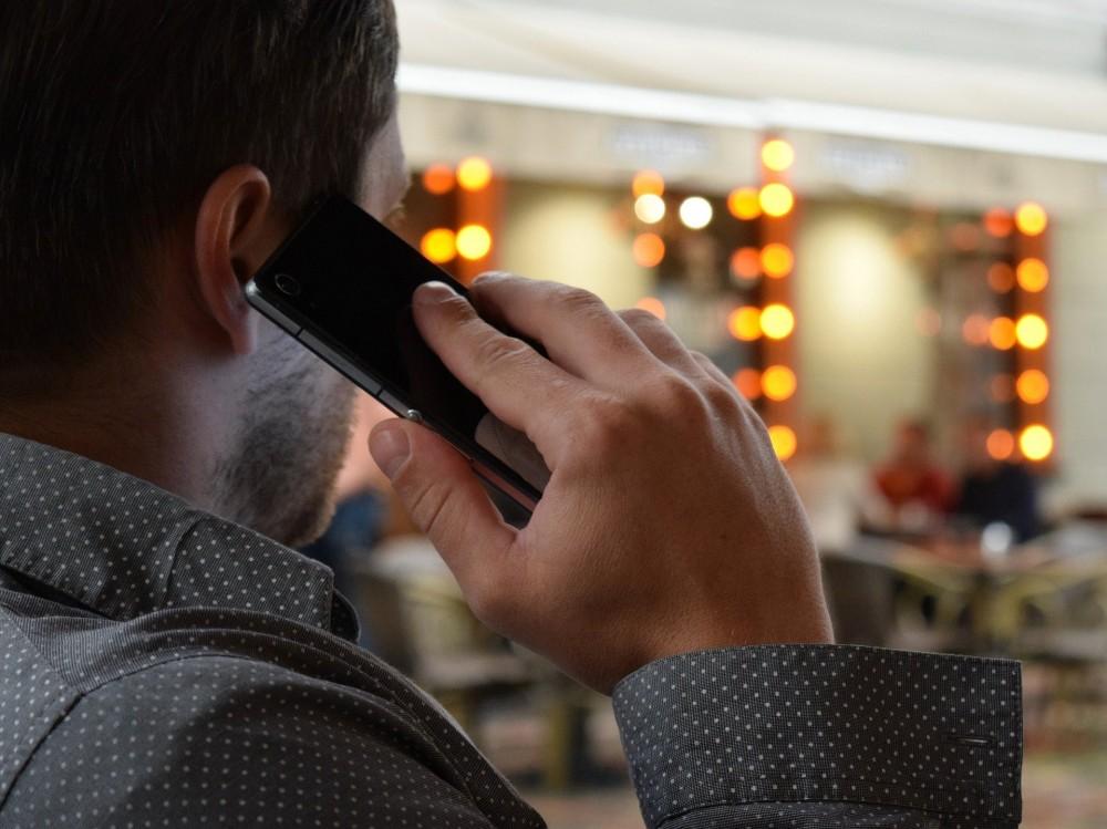Rozmowa przez telefon komórkowy